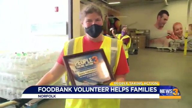 News 3 presented a local Food Bank volunteer a #PeopleTakingAction award for her hard work and time giving back to the community https://bit.ly/376xmFC pic.twitter.com/zG8FiqxOeW