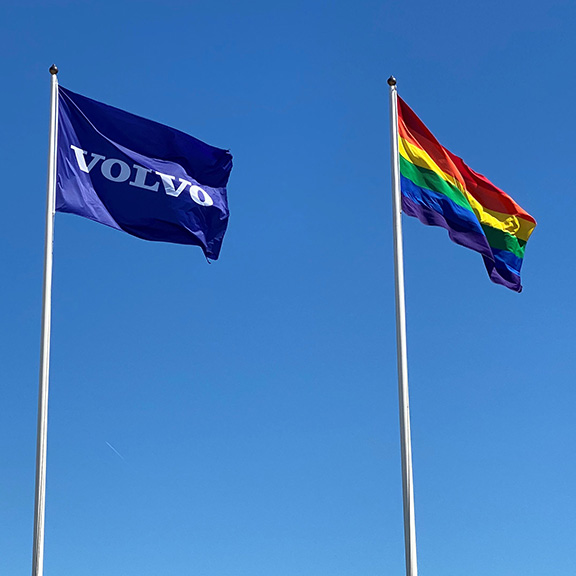 We have raised the Pride Flag at @VolvoGroup Headquarters in #Gothenburg 🏳️🌈. Read more about our employee inclusive networks, #diversity and #inclusion at https://t.co/838NdFMoyM #pride https://t.co/FagupomOR1