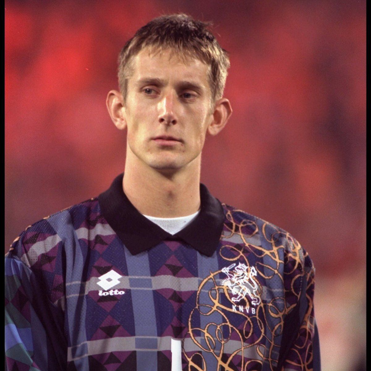 🧤 Edwin van der Sar made his @OnsOranje debut #OnThisDay in 1995   🇳🇱 He is the second-most capped player in the Netherlands national team's history, kept 72 clean sheets + captained the team 36 times   👏 You also really pulled off the collared shirt look, Edwin https://t.co/7gciy0qnKI
