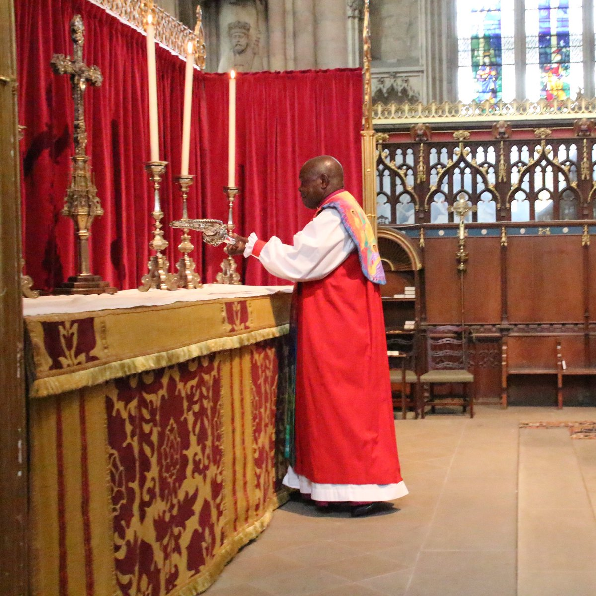 In York Minster, Archbishop John Sentamu laid down his crozier of office on the high altar, with The Irish Blessing playing as he did so. Dr Sentamu requested the piece for his last act after 15 years as Archbishop, because his favourite hymn is 'Be Thou My Vision.' https://t.co/XY3dmXUtky