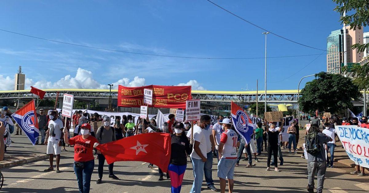 "Bahia Notícias on Twitter: ""Manifestantes pedem impeachment de ..."