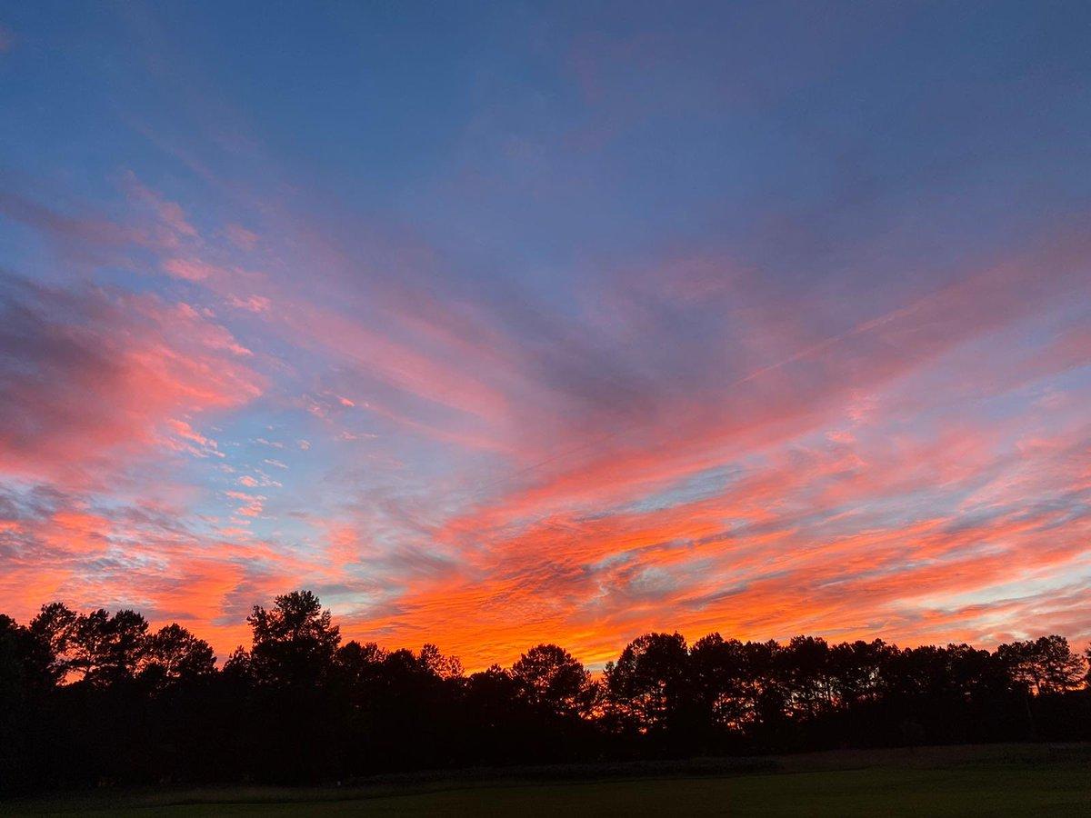 Spectacular Sunday sky. #sunset #11Alive @SamanthaMohrTV @chesley11alive @ChrisHolcomb