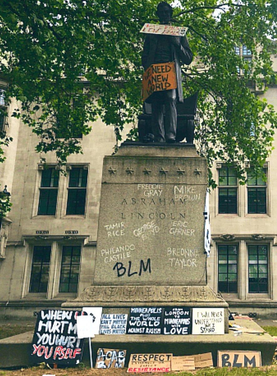 Me pregunto qué nivel de ignorancia hay que alcanzar para considerarse antirracista y vandalizar una estatua de Lincoln (que abolió la esclavitud), y antifascista y hacer lo mismo con una escultura de Churchill (que combatió nazismo y fascismo en la II Guerra Mundial. https://t.co/qeVWq7z8Xq
