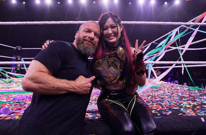 """Triple H parabeniza Io Shirai por conquista no NXT TakeOver """"In Your House"""""""