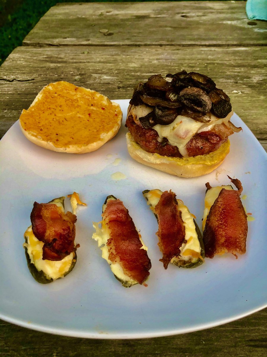 Mushroom bacon burger.   Inspired by a video from @HowToBBQRight   #burgers #smokedburger #baconburgers #bacon #baconburgers #traeger #traegergrills #calebbrown65bbq #countylinebbq #smokedmeat #jalepenopoppers #mushrooms #sundaybbq #bbq #bbqlife #bbqon #howtobbqright https://t.co/m84C4PIMhM