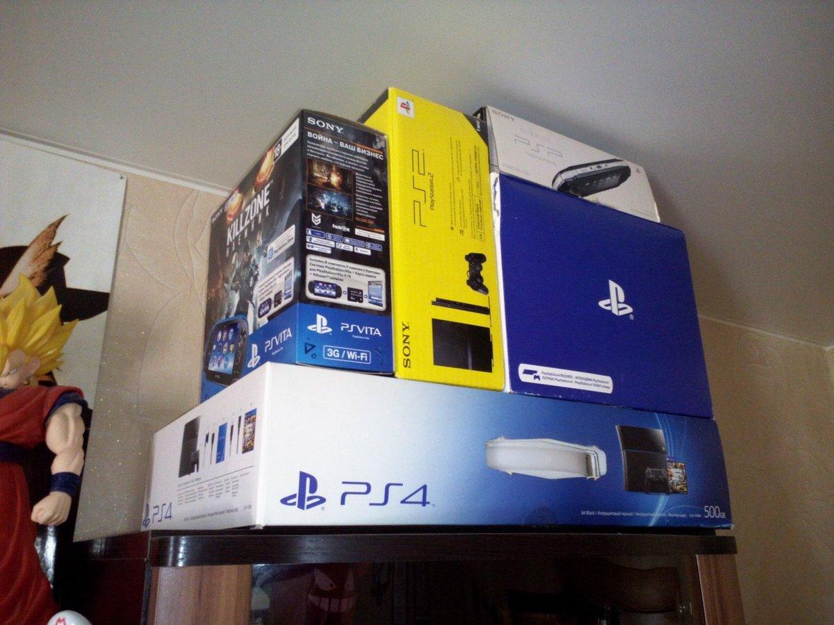А как вы поступаете с коробками от ваших консолей? Я вот использую их как часть интерьера. Хотя некоторые начинают шутить, что мой комната становится похожа на магазин игр))   #games #PS4 #PS2 #PSVita #PSVR #PSP #NintendoSwich #Nintendo3DS #Wii #WiiU #Roompic.twitter.com/Efflb3Dtoy