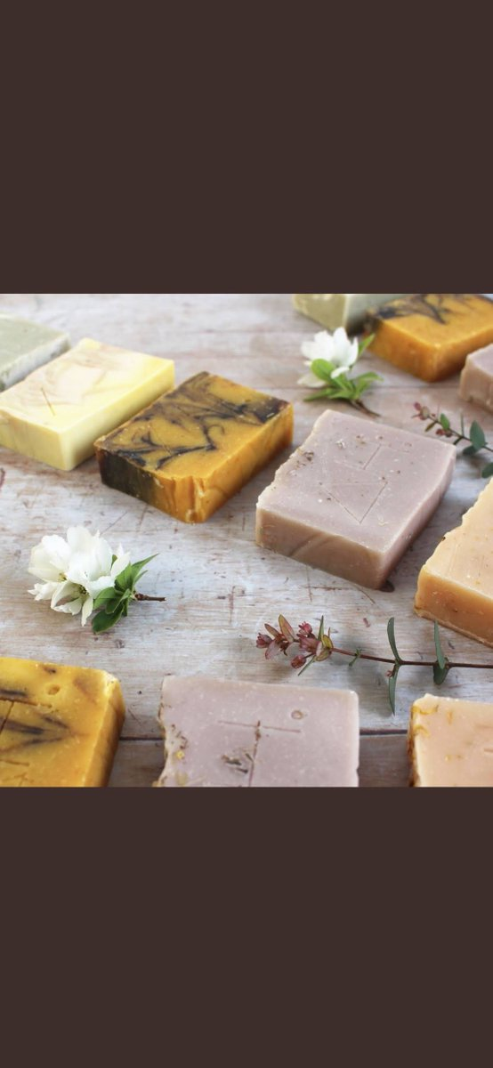 Here's a fresh batch of soap bars, naturally colourful with clays, spices, annatto seeds, petals and alkanet root.  use discount code: McKenzie5   by Authentic House https://www.authentichouse.co.uk   #greenliving #zerowasteliving #zerowastelifestyle #ethicalshoppingpic.twitter.com/iOQ3CTbck4