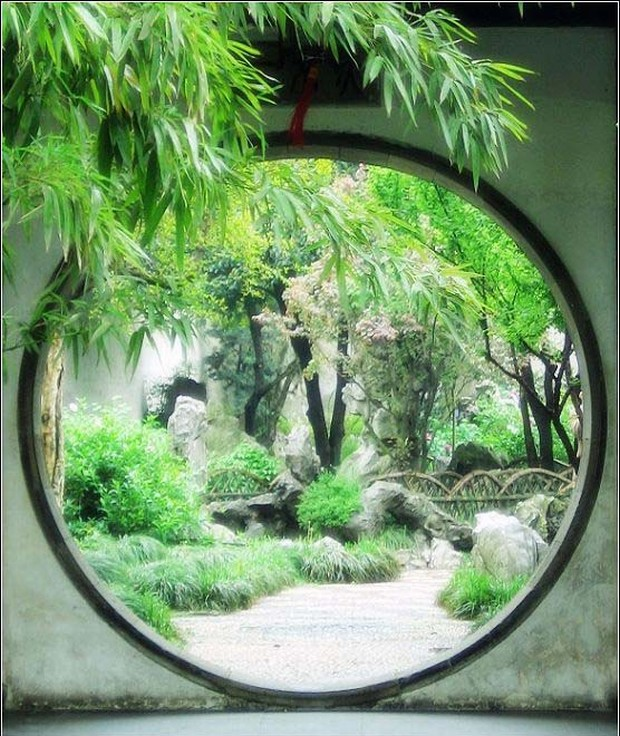 The Moon Gate (月亮门) is a traditional feature of a Chinese Garden, providing a stylised frame & portal. In Chinese culture, the full moon is a symbol of peace, prosperity, and family reunion. #ChineseArt #ChineseCulture #MoonGate @ClassicChina #ChineseGarden #SuzhouGardenpic.twitter.com/bJKU2dbAHA