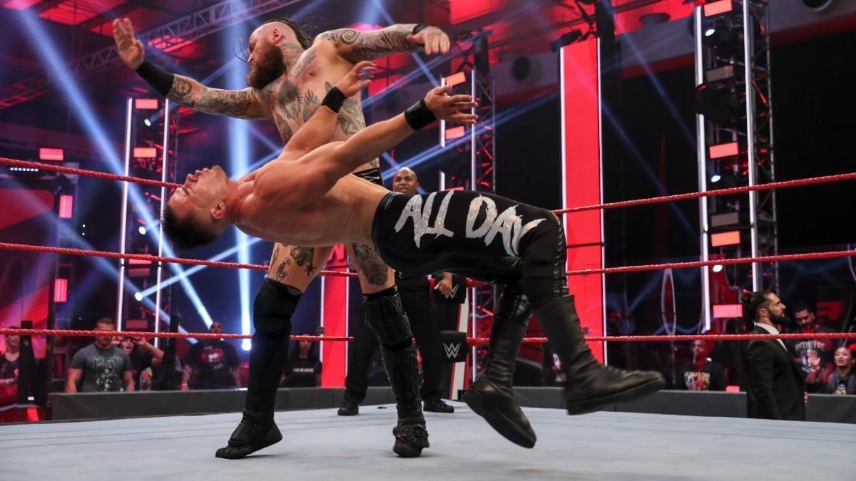The week in WWE TV: 'Fans' return to Monday Night Raw http://twib.in/l/ALzM77Ggbdok #PTY #Panama pic.twitter.com/ZxaL7RfHoG