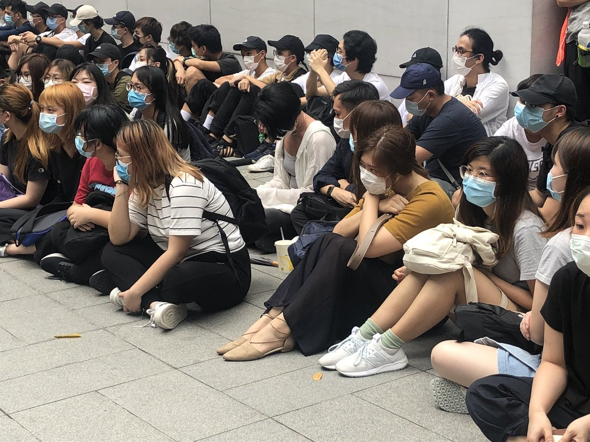 it should be Hysan Place. Some of the people caught by police are not really in protest attire https://t.co/9GkdbzPDut