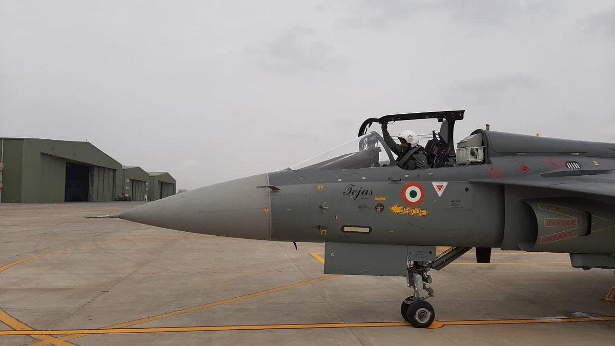 In a huge, symbolic statement of confidence in the indigenous Tejas light fighter, Indian Air Force chief @IAF_MCC Air Chief Marshal RKS Bhadauria, flew a solo sortie on the Tejas in Bangalore today. One rarely sees an Air Force chief fly a newly inducted fighter solo!