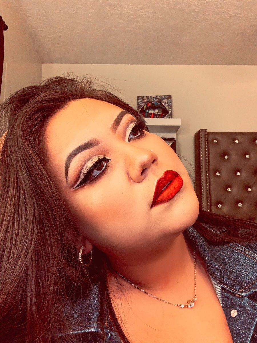 You're doing great mija  #LatinasDoItBetter #latina #latinavibes #mexicanas #mua #beauty #makeupartist #makeuppic.twitter.com/HGgVSv0GLI