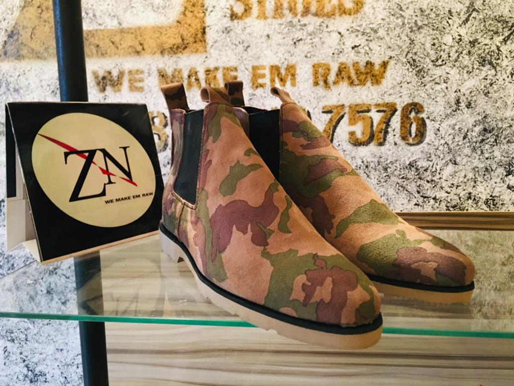 Who else can wear this pass a Nigeria Army check point? 😁 Chelsea Boot made by us @ZeddenShoes (Available in plain colours too) Price ===> 15k DM or WhatsApp wa.me/2348162497576 Delivery service available Nationwide Mr P