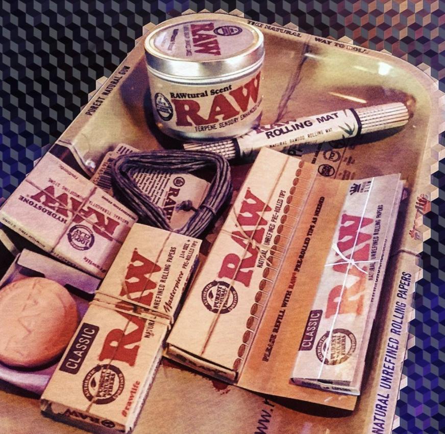 ถาดนี้ถาดเดียว อยู่ได้ทั้งเดือนเลย กระดาษ ก้นกรอง ถาด ทุกอย่างครบ   #rawthailand #rollingpapers #กระดาษมวนraw #กระดาษมวนราคาถูก #กระดาษมวนราคาส่ง #raw #rawlife #happy420 #rawshop #filtertips #เสื้อraw #หมวกraw #ที่บดยาสูบ #grinder #PreRolledTips #ถาดRaw #RawTray #กระดาษบลั้น https://t.co/Y0TE6GXgsE