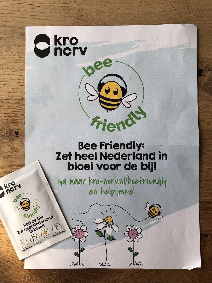 KRO-NCRV heeft de Bee-Friendly actie opgezet.   Zet heel Nederland in bloei voor de bij.   Ga naar de site voor het aanvragen van een Bee Friendly zaadzakje. Hiermee kan je het leefgebied van de wilde bij met ca. 2,5 m2 vergroten #bijen #wildebijen #bestuivers #actiepic.twitter.com/BeJECXYUmJ