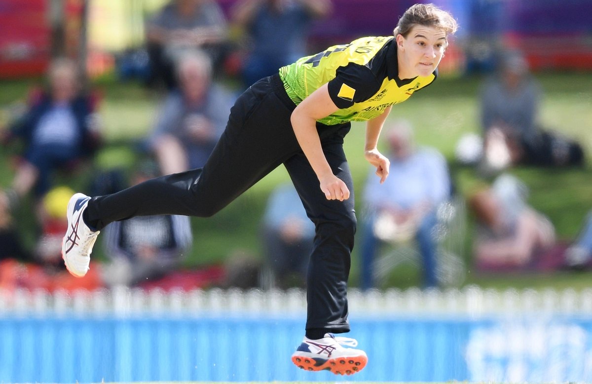 Annabel Sutherland will use her first full pre-season as a professional to push along her quest to break through the 120km/h barrier cricket.com.au/news/annabel-s…