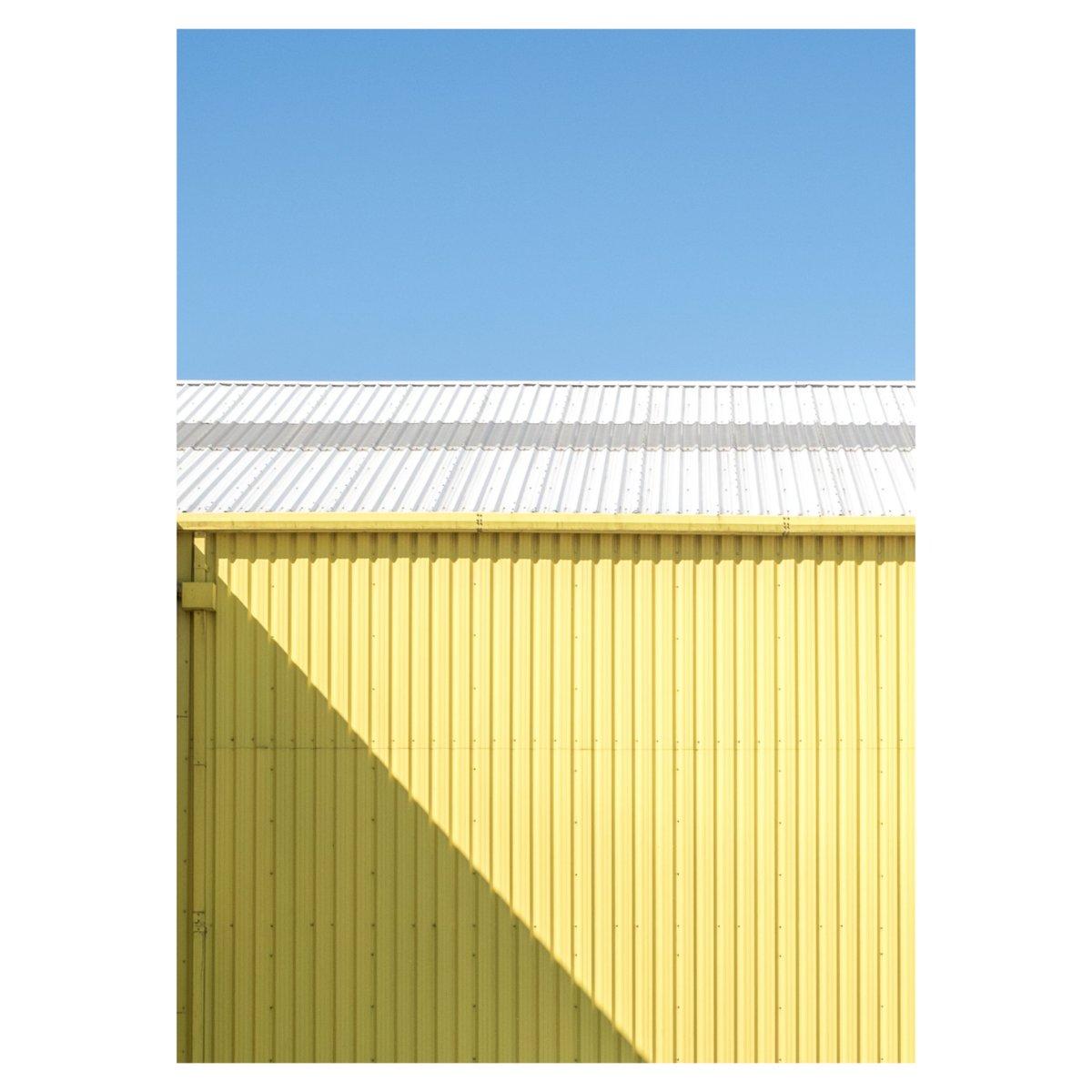 Yellow  #minimal #photography #light #fujifeed #fujifilm @FujifilmX_UK #yellow #super_ordinarylife pic.twitter.com/d5BMWj1hov