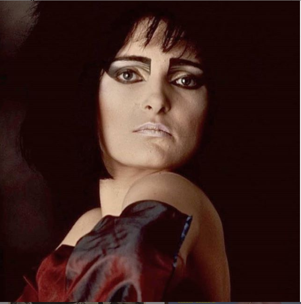 Light a black candle (or at least wear a black t-shirt) - today is a holy day! Haughtily composed high priestess of #punk, perennial eyeliner role model and The Real Queen of England for generations of punks, goths, queers and misfits #SiouxsieSioux (born 27 May 1957) turns 63! pic.twitter.com/kOcaVAYlhH
