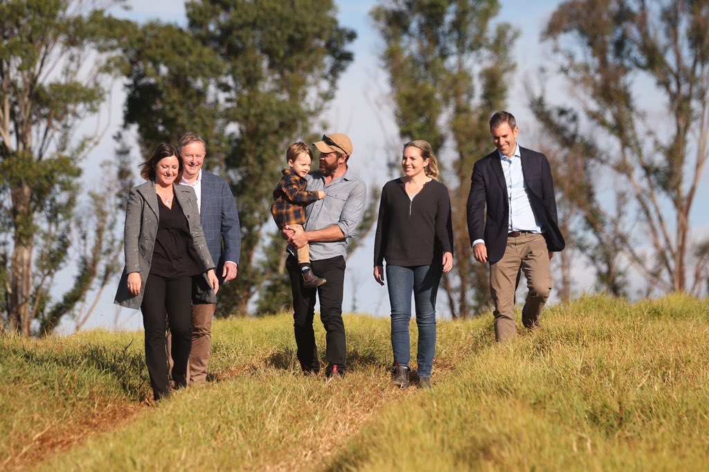Inspired by the resilience of the farming & small biz families @AlboMP & I spent time with today in Narooma, Cobargo, Quaama & Bega, & by the dedication of @KristyMcBain who seeks to represent them as part of our @AustralianLabor team in the nation's parliament #auspolpic.twitter.com/IoSu7FjMcN