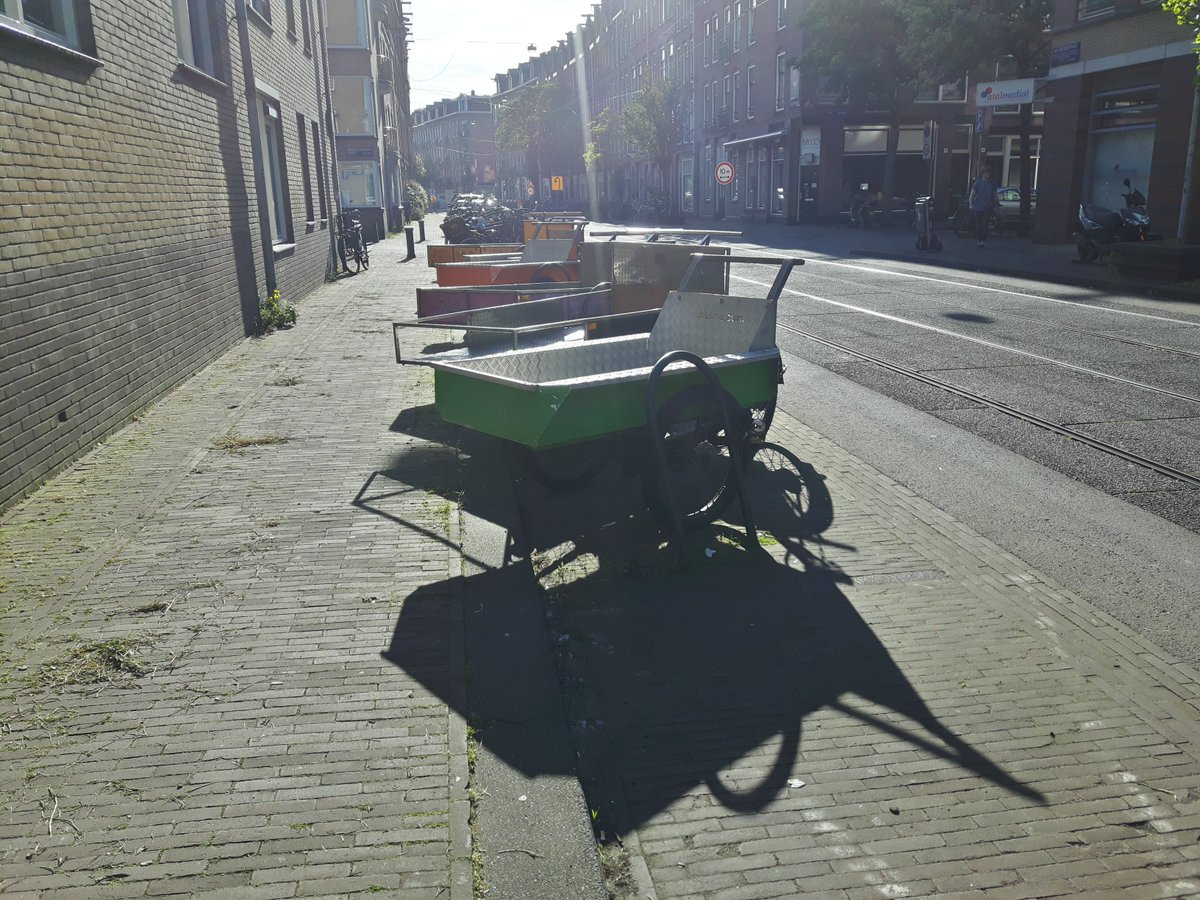 """This row of sturdy, rugged beauties is to hire at De Blauwe Duim, a volunteer-run non-profit tool hire place in #Amsterdam. . Hire your tools + get it all home on a """"bakfiets"""". Affordable, convenient, sustainable. Who needs a car anyway? . #DecadeoftheCargoBike #CarIsOverpic.twitter.com/m2iD9G3WDl"""