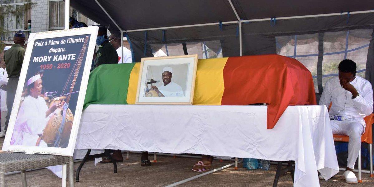 Le Monde - Musique et chants mandingues aux funérailles du «griot électrique» Mory Kanté en Guinée http://tinyurl.com/ycag3wdapic.twitter.com/ckFii4CRy2