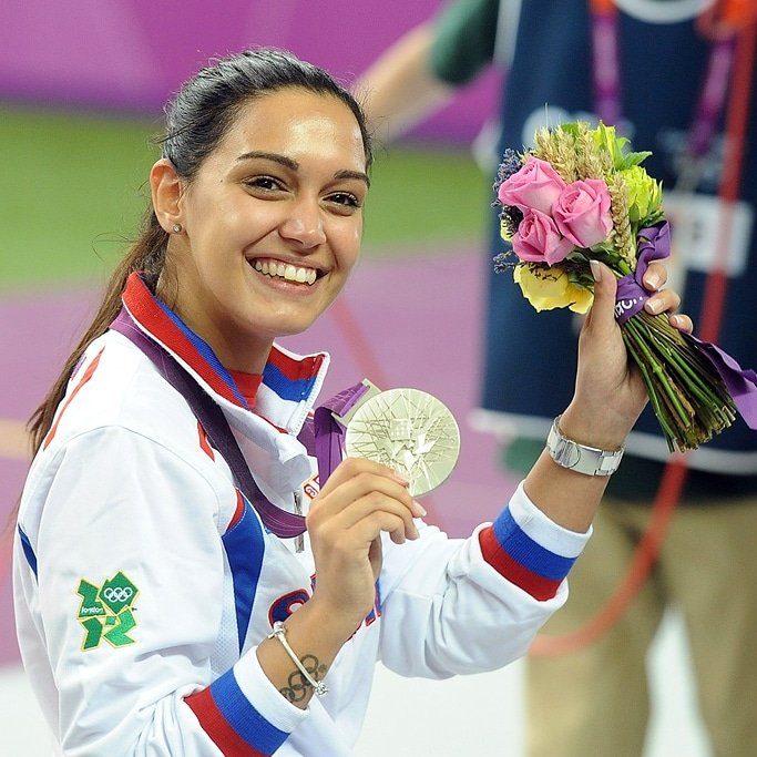 U Londonu 2012. godine Srbija je slavila 100 godina od prvog učešća na Olimpijskim igrama. Slavlje je upotpunila i jubilarna stota medalja za Tim Srbije koju je osvojila @ica_silverlady! 🥇🇷🇸 #TeamSerbia #OlimpijskiMuzej #OlimpijskiVremeplov https://t.co/kiDo4gOpOo