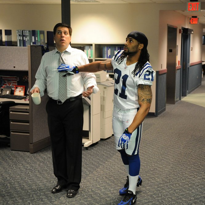 This week, @espnSteveLevy unearthed the This Is SportsCenter spot w/ @Colts safety Bob Sanders from 2009 that never aired. Via @AWalkerColts: bit.ly/36BcAxE