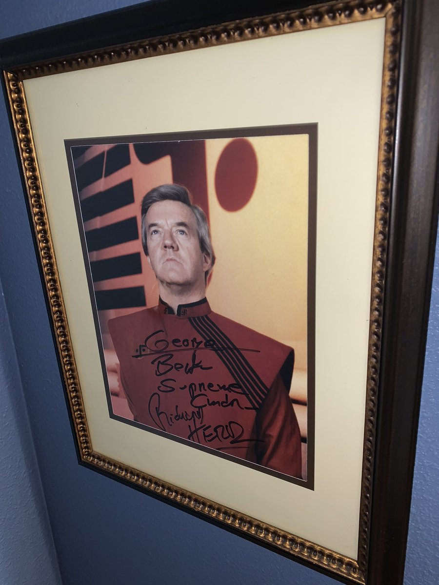 I met him at a trek convention in Chicago in the late 90's. He was sitting alone at an autograph table with little action. I instantly knew him at the commander in V.  I sat and talked with home for quite awhile about painting, wine and sci fi. He is missed. pic.twitter.com/uTBPaDcPd7