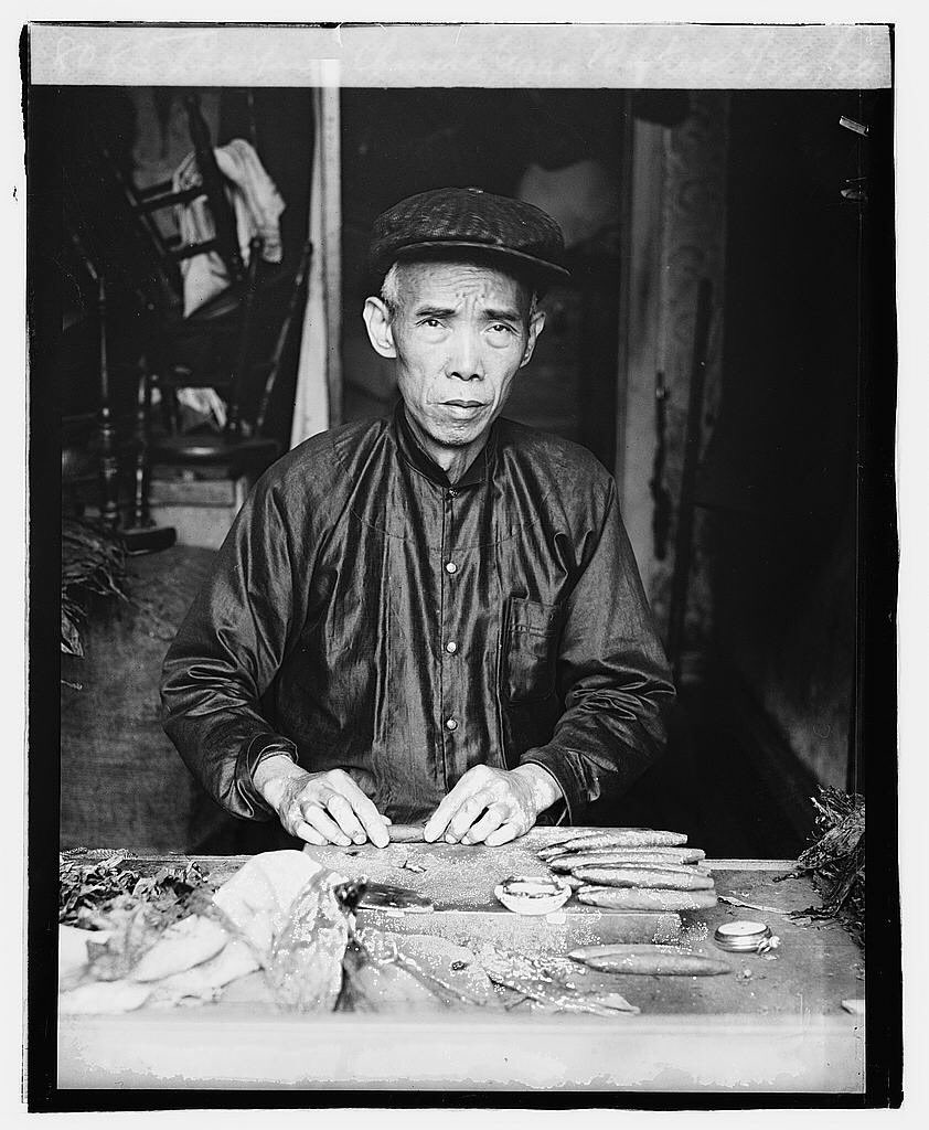 Lee Ying, who operates a little cigar-making shop almost under the dome of the Capitol, is one of the very few Chinese cigar makers in the country and the only one in Washington, DC. Lee Ying works as many hours a day as a laundryman and turns out bales of cigars.pic.twitter.com/zeraCUKVx2