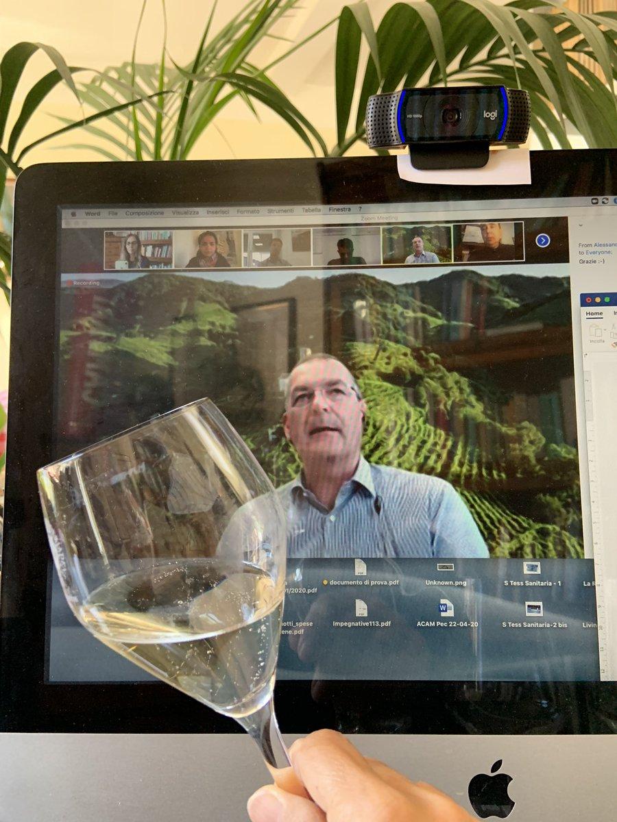 Il 56,3% della produzione di #Prosecco Superiore docg è distribuito in Italia: il 38-39% in #GDO [in foto Innocente Nardi presidente del Consorzio @ProseccoCV oggi durante la nostra degustazione #webinar dell'annata 2019] #winetasting #italianwine #MadeInItaly #WineWednesdaypic.twitter.com/ALDJgf9nlG