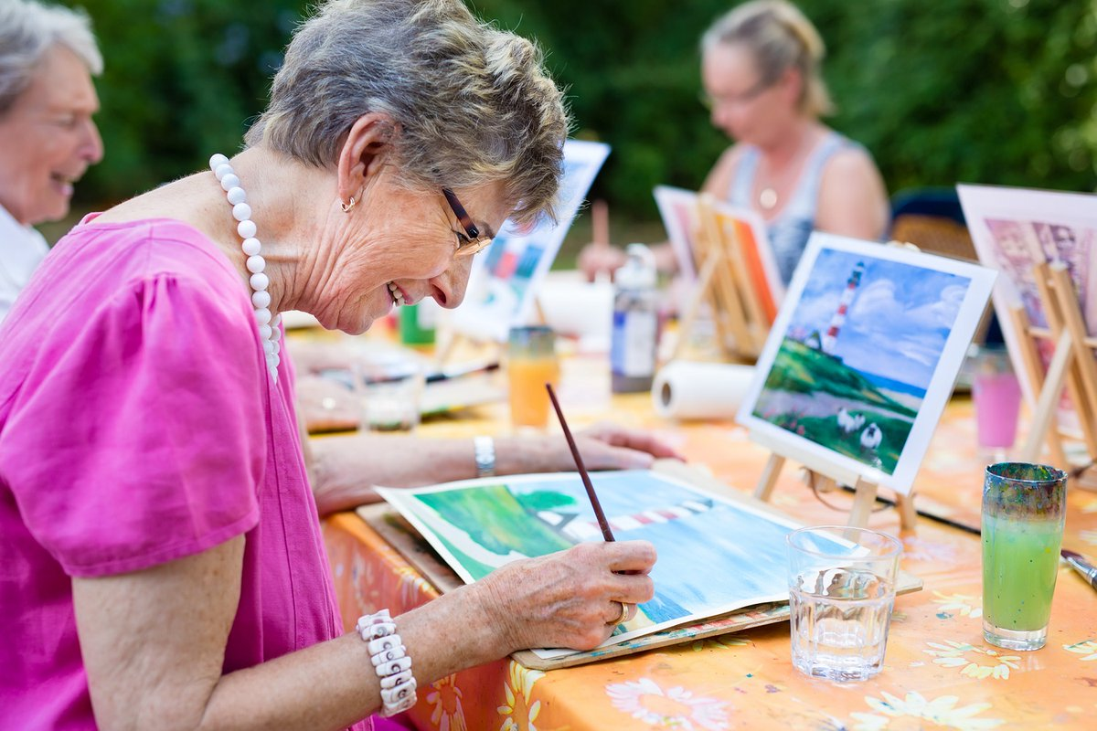 SmArt Aging is a community-based art program aimed at supporting #healthyaging among socially and geographically isolated older adults with mild to moderate frailty or cognitive decline 🎨🎭. Read about it on the CABHI blog: bit.ly/3d6mRnS