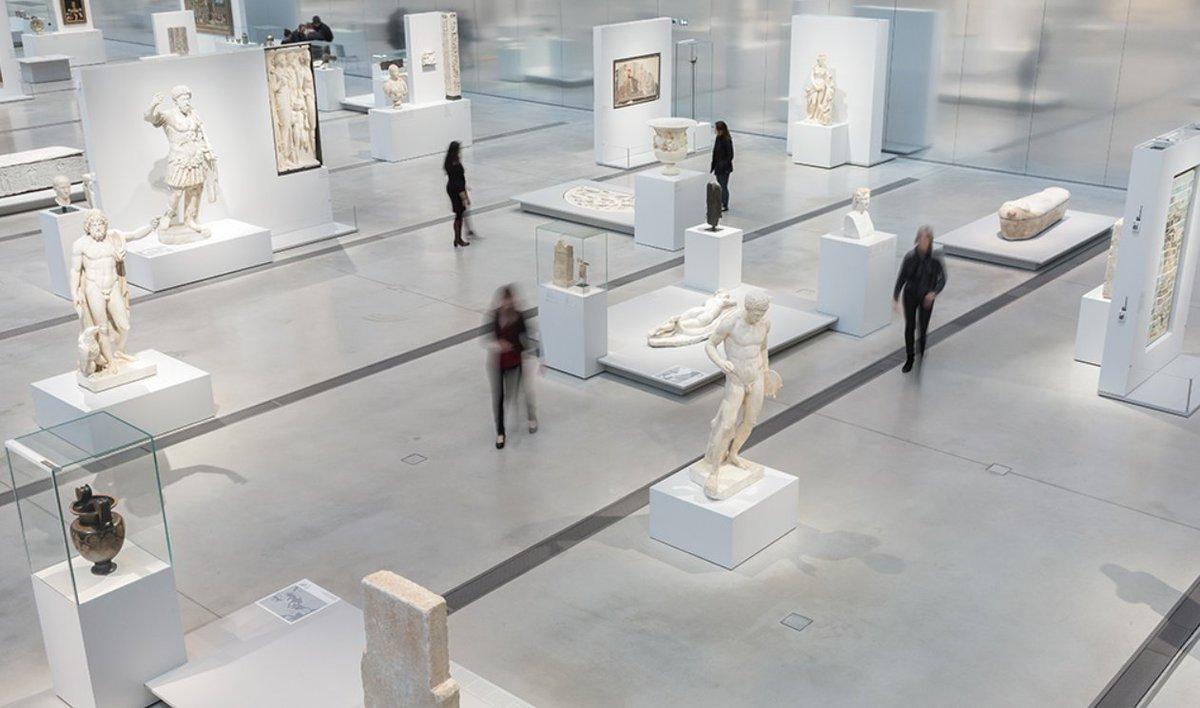 Toute l'équipe a le plaisir de vous annoncer la réouverture progressive du #musée du #LouvreLens à compter de la semaine prochaine ! 🥳 📅 Mercredi 3 juin : #Galeriedutemps + #ParcLouvreLens  📅 Mercredi 10 juin : #expoSoleilsNoirs Plus d'infos dans les tous prochains jours.
