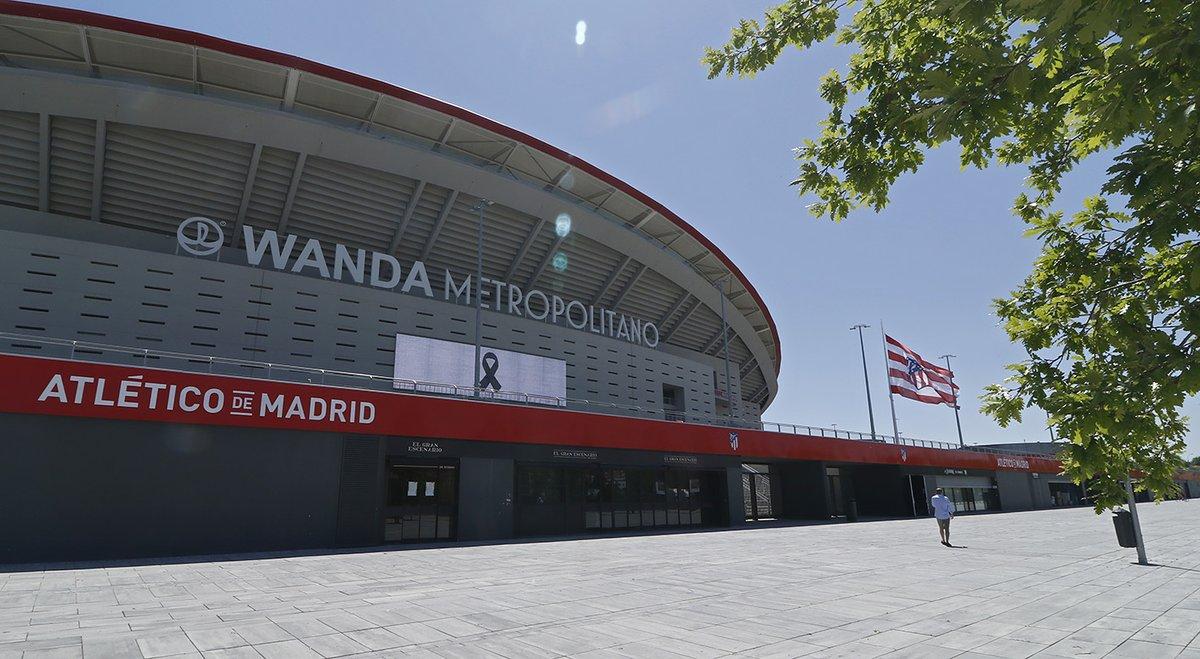 El club se suma al homenaje por los fallecidos por COVID-19 guardando un minuto de silencio en su memoria. La bandera de nuestro estadio ondeará a media asta durante los 10 días de luto nacional.  ➡ https://t.co/7KguQaQU8Q https://t.co/HuUjDBsYdc