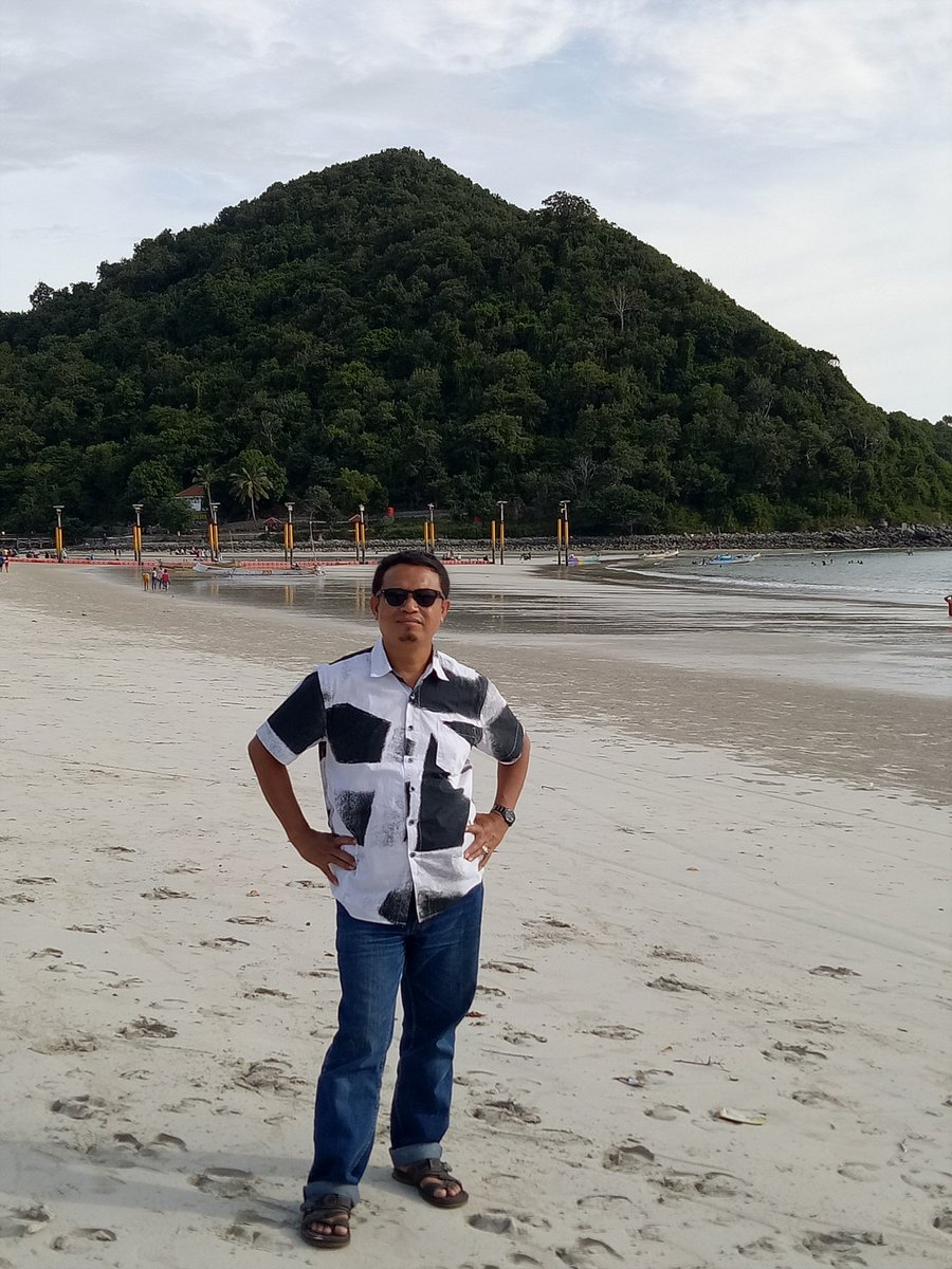 Selongbelanak Kuta Mandalika Lombok NTB memberikan pemahaman bahwa kebesaran Allah yang Maha Pencipta tidak dapat dibandingkan pic.twitter.com/nMwIp9S4uA