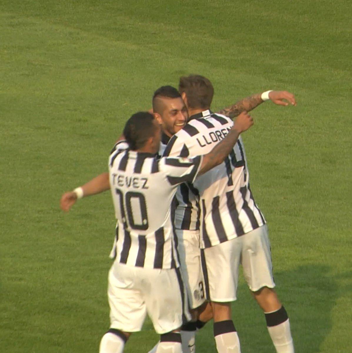 Nel sette!  #GoalOfTheDay ⚽️by El Tucu #Pereyra! https://t.co/v0M8YZYRrd