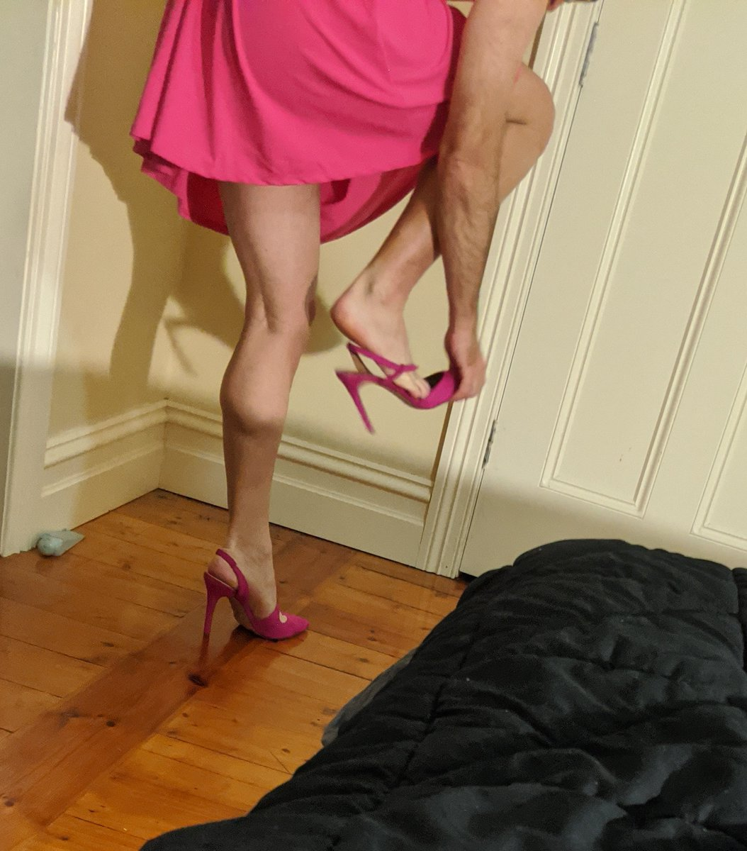 And the lovely #heels that went with it.  So whoever sent it... Thank you.  pic.twitter.com/eaZdWazq3b