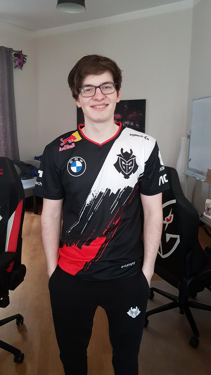 Naruto might be good, but you know what's even better? That's right, a free G2 2020 player jersey! And I'm giving one away to one lucky follower in EU :D  To enter:  - Follow @G2Mikyx  - Follow @G2esports  - Like and RT  The winner will be picked on June 2nd. Good luck! https://t.co/K3TqJIfVws