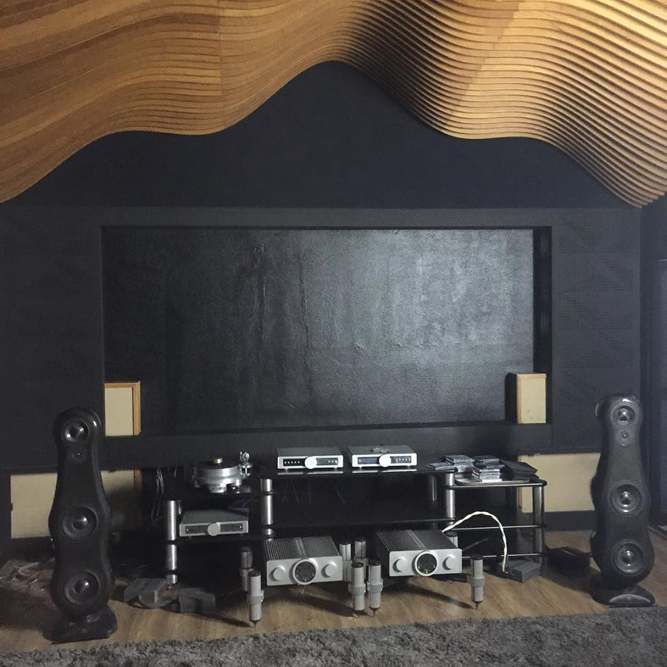 @EmsHomeStudio showroom, São Paulo, Brazil featuring our flagship 3-way loudspeakers - the Fat Ladies. A great place to hear them sing.   #fatlady #morelhomeaudio #morelhifi #highend #soundquality  #hifi #audiophilepic.twitter.com/bI6Qk7B8FA