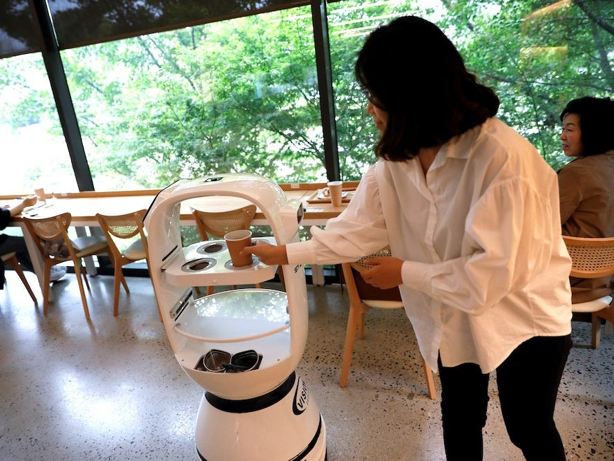 South Korean cafe uses robotic baristas to comply with social distancing https://www.engadget.com/south-korea-cafe-robotic-baristas-011123262.html … #socialdistance #covid19 #robotics #AI #techforgood @engadgetpic.twitter.com/gWu1YmVEuK