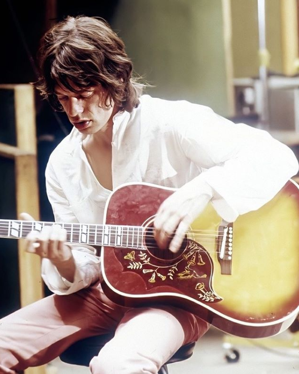 """Mick Jagger working on """"Sympathy for the Devil"""" at Olympic Studios, London, 1968.   Tony Gale. <br>http://pic.twitter.com/KcGxt5j8fQ"""