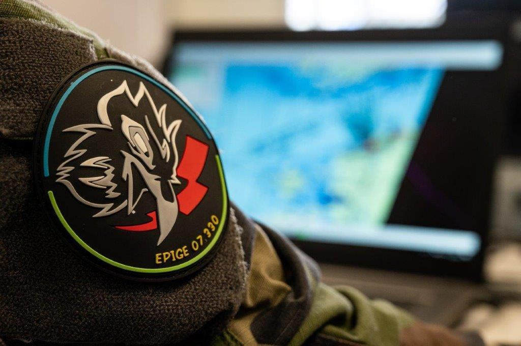 [#eAP 20] Rencontre avec l'adjudant Sébastien, programmeur de guerre électronique, actuellement engagé en Estonie dans le cadre de la mission de l'@NATO enhanced Air Policing. https://t.co/0I7g7gIpjG https://t.co/CnXHuAcamt