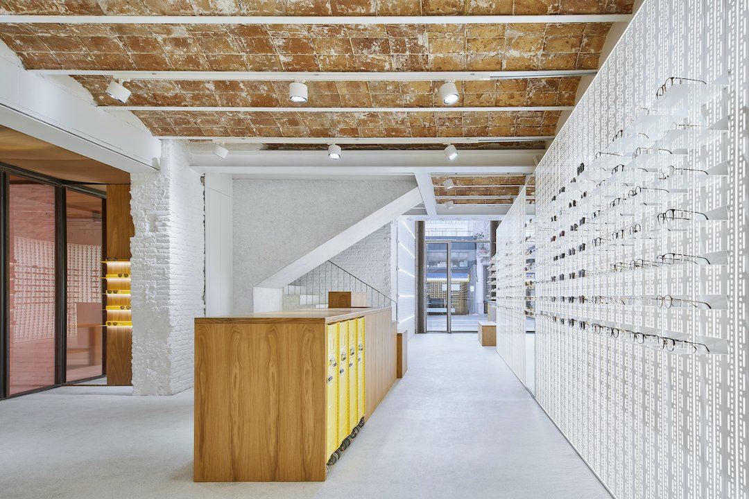 Welcome back! | The MYKITA Shop Barcelona is open again at our regular business hours and able to provide our full services. Using state-of-the-art equipment from Zeiss, we offer full eye examinations without direct touch/contact. https://t.co/sNyGLOaJ5W #MYKITA https://t.co/S44iyi2cRe