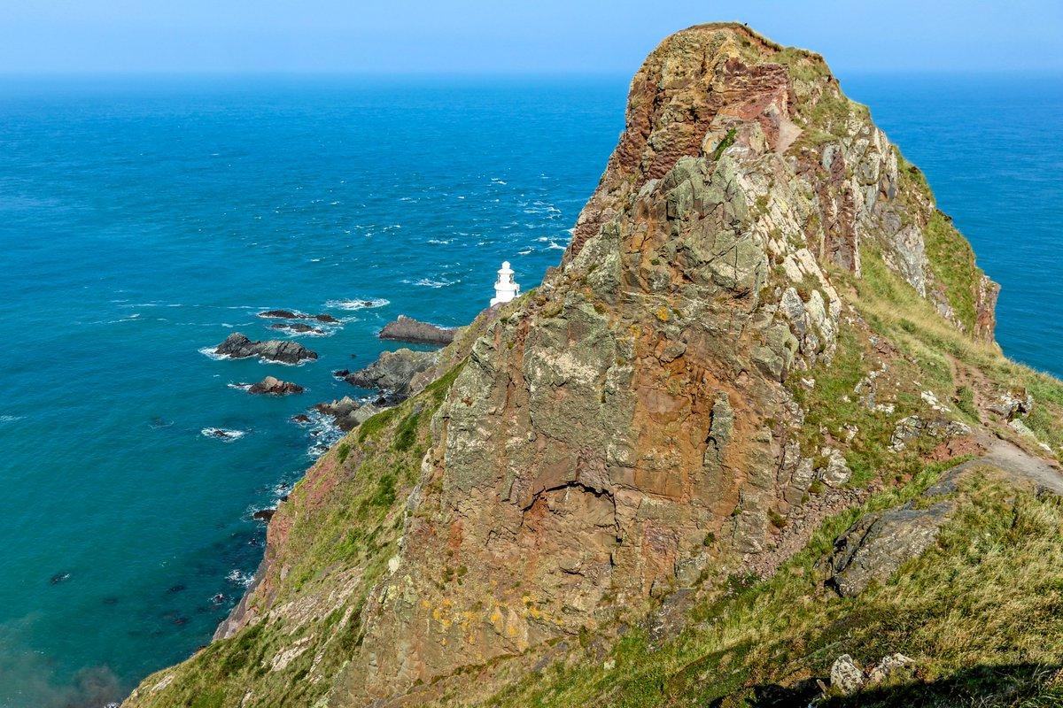 North Devon coast, England. #England #seaside #seascape #lighthouse #landscape #landscapephotography #coast #photoshoot #photos #photograghy #photooftheday #picoftheday #travelphotography #Travel #tourism #WednesdayVibes #Devonpic.twitter.com/FTO4S6lHhn