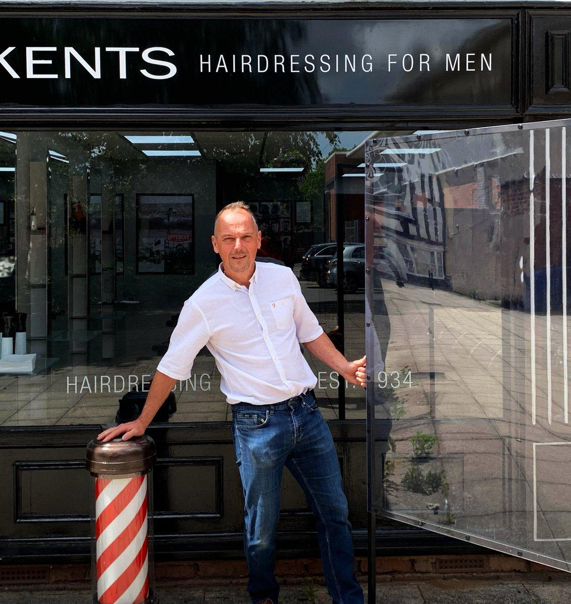 Barber's Handy Screen takes off! #barbershop #hairdresserpic.twitter.com/iMzmC1KZhf