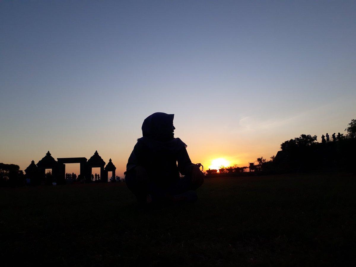 Candi ratu boko, 20 Juni 2019. Ah kangen sunsetnyapic.twitter.com/Hfd3S5j3Bg