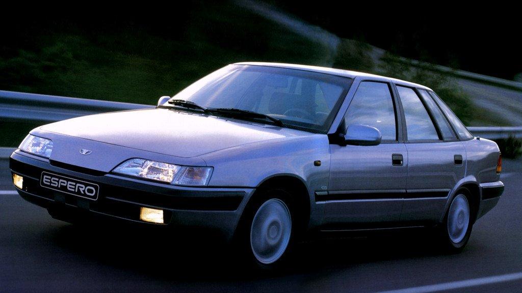 """#Daewoo   Espero (1993–99)  Ależ to było fajne autko... Tak sobie teraz uzmysłowiłem, że z przodu Xantią """"zalatuje"""" pic.twitter.com/ylr0FHjp3y"""