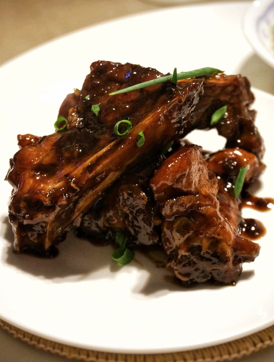 We did a bit of fusion cooking with these sweet vinegar spare ribs, after running out of Chinese vinegar. Curious? Check it out!https://dailyteaspoon.com/2020/03/25/sweet-vinegar-spareribs/… #fusioncooking #cookingathome #QuarantineCooking #Recipe #chinesefood pic.twitter.com/6yjmyJLURx