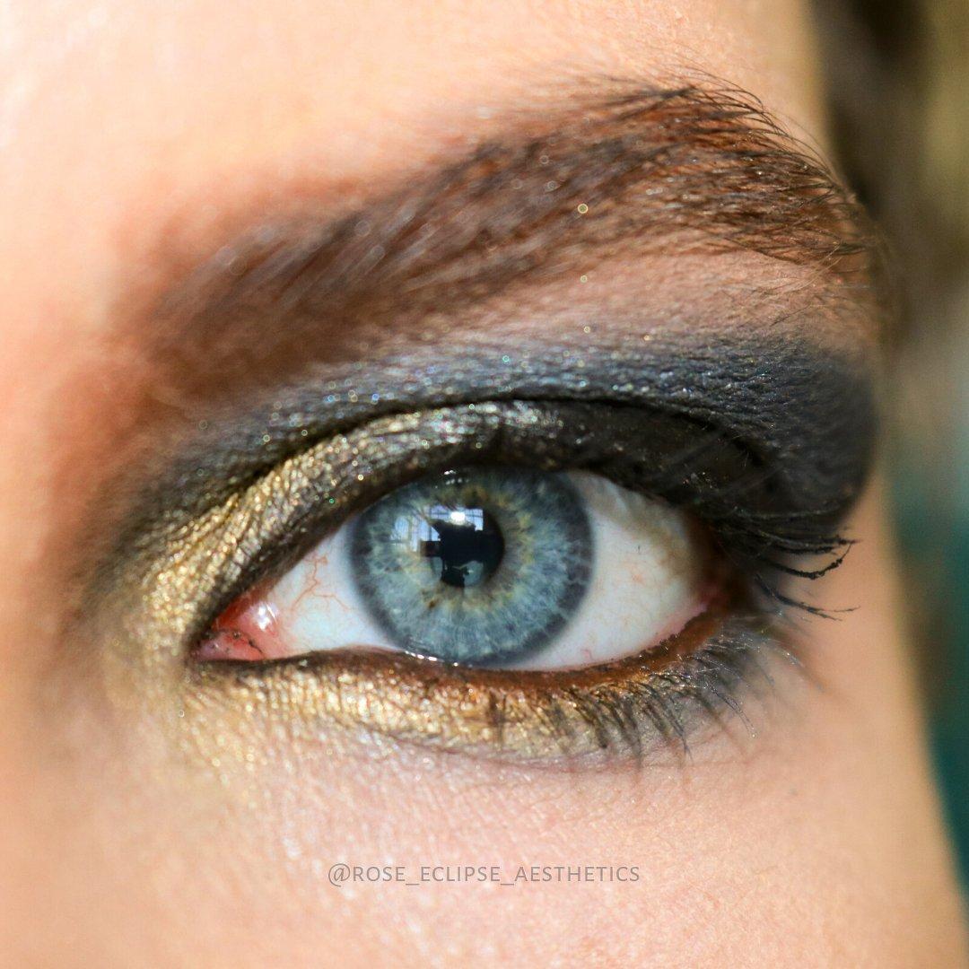 𝓖𝓸𝓵𝓭 & 𝓑𝓵𝓾𝓮 Gold, smokey blue eye Do you think it makes my eyes pop? #SmokeyEye #SmokeyEyeMakeup #GlamMakeup #Glam #Glamour #PromMakeup #SpecialEventMakeup #MetallicMakeup #SmokeyBlue #SmokeyBlueMakeup #EyeMakeup #GlamEyeMakeup #BlueGlamMakeup #BlueMakeup #BlueEyeMakeuppic.twitter.com/mbUipmRk5C