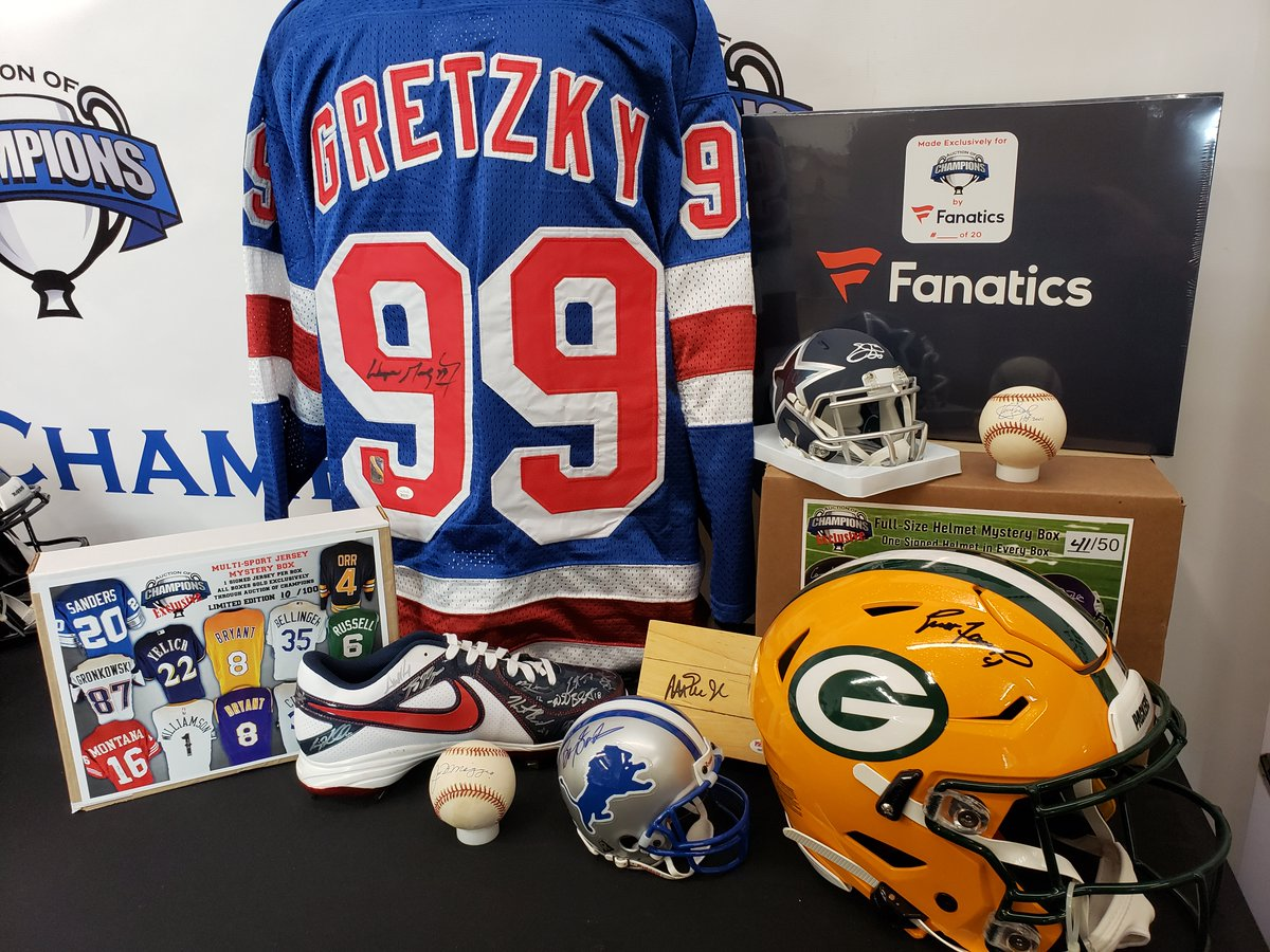 Join us live at 5 PM on Facebook for a live giveaway, low bid alerts, the Signature Sunday contest winner and answering your questions!  http://AuctionofChampions.com  #autograph #sportsmemorabilia #auction #fanatics #favre #emmitt #gretzky #dimaggio #thehobby #whodoyoucollectpic.twitter.com/hnyKiiQBXo