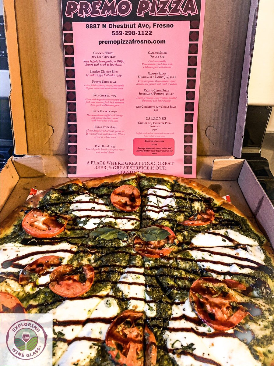 pesto ✅ fresh mozzarella ✅ balsamic glaze ✅ fresh tomatoes ✅ This #pizza isn't missing  thing! we are still supporting #local this time with @premo_pizza_fresno We paired this with a crisp #SauvignonBlanc @TalesoftheCork @CityofFresno @Fresno_Chamber #fresno #fresnofoodie